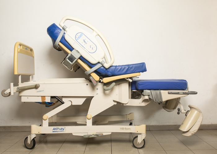 Hill rom Affinity P3700 delivery bed 2