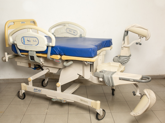 Hill rom Affinity P3700 delivery bed 5